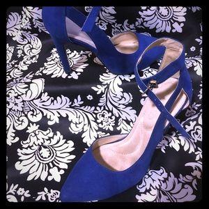 Sz 6 1/2 blue faux suede heels
